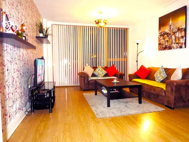 Nice Private Room + Parking, 20 min to City Center - Blanchardstown - Appartement