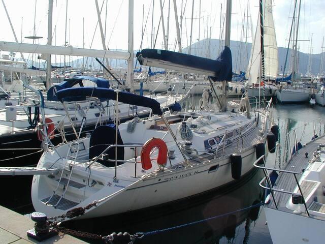 Sleep on a sailboat in Vibo Marina  - Vibo Marina