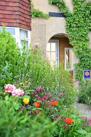 Four Bedroom Town House - Bath - Casa