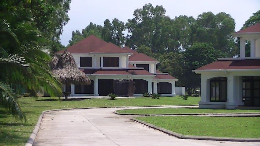 Villa on Caribbean beachproperty  - La Ceiba - Huis