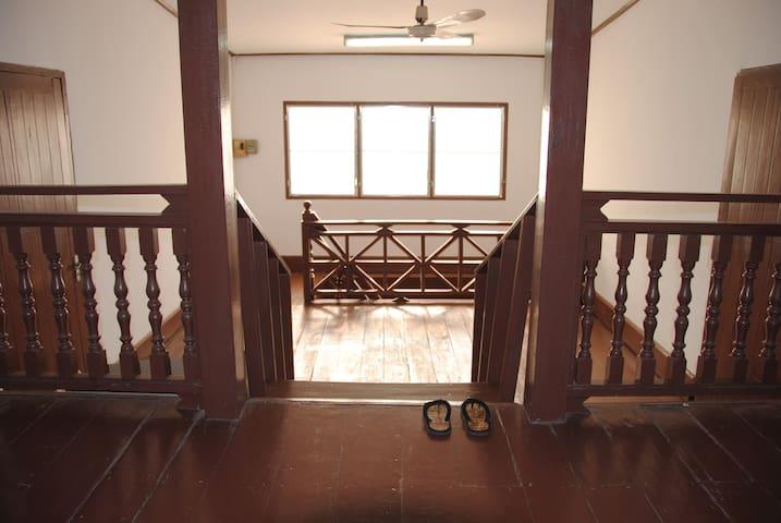 Best location, price, reviews QUEEN - Vientiane - Townhouse