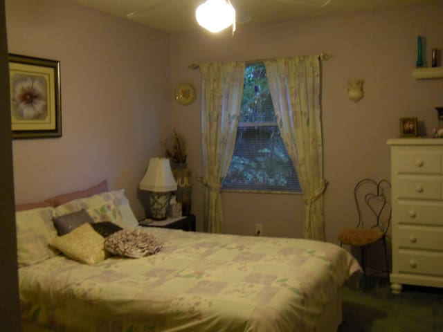 Charming 2BD house with pool. - Melbourne - Bed & Breakfast