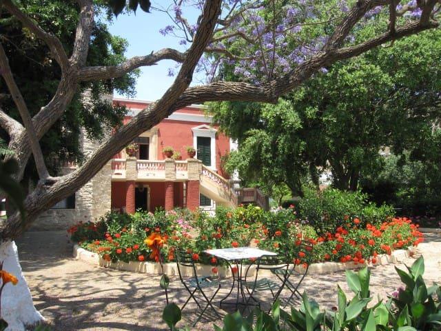 A room in Archontiko Angelou in Alinda - Leros - Bed & Breakfast
