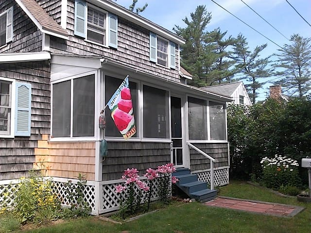 Charming Beach Cottage at Water! - Saco