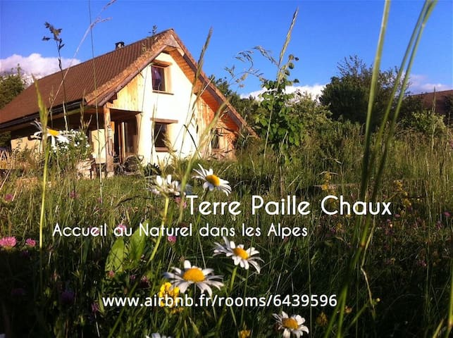 Terre Paille Chaux, Bio-Eco-Logis in French Alps - Mens - Aarde Huis
