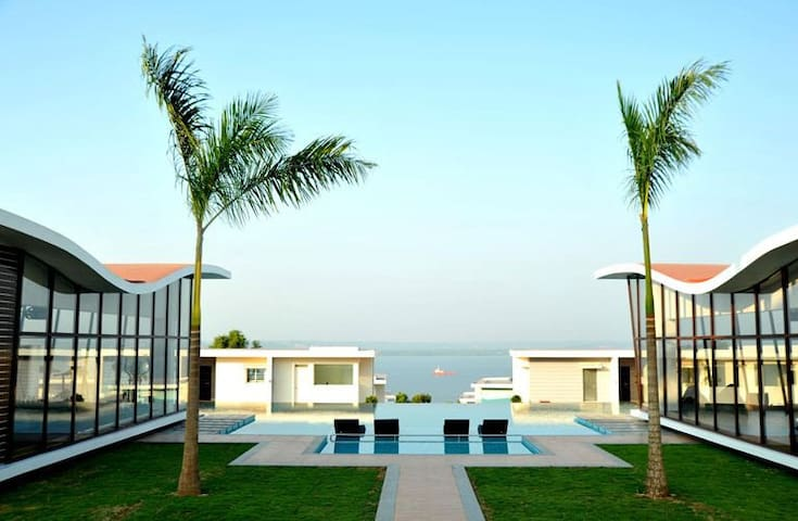 Anoop jo's spacious 2bhk villa @Goa - Dabolim - Huvila
