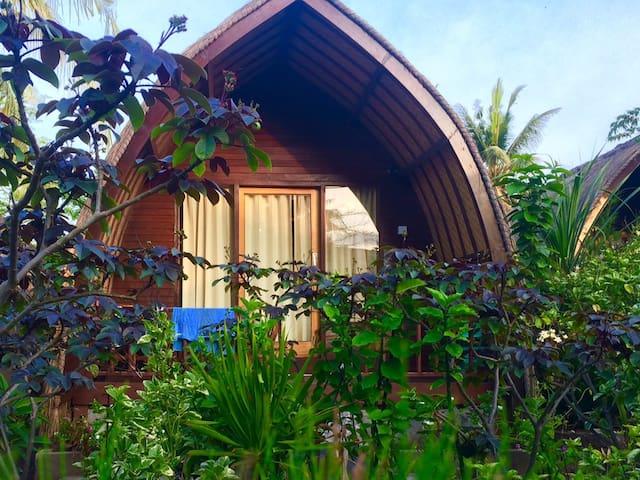 pepaya meno bungalows with AC - Pemenang - Bed & Breakfast