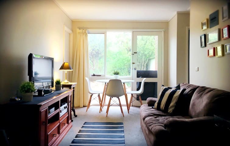 Modern Spacious bedroom | Queen Bed | Fresh Coffee - Canberra - Hus