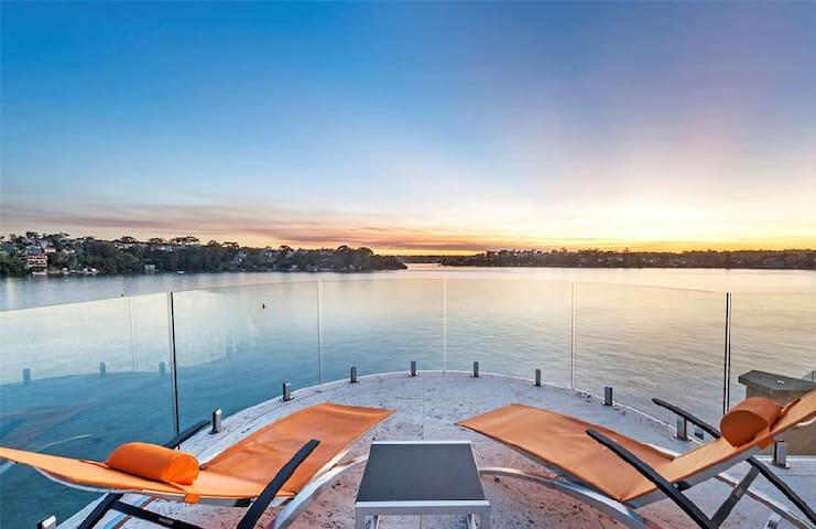 Amazing Villa Waterfront Styling and Immaculate - Sylvania - Ev