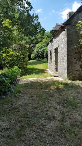 la petite maison dans la prairie - Mûr-de-Bretagne - Casa