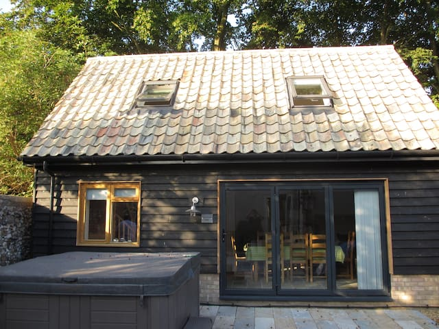 Self-contained new 2 storey barn, near Cambridge. - Hauxton - 家庭式旅館