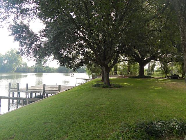 Peaceful Riverfront Retreat - Natchez