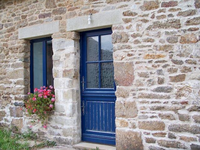 logement indépendant dans longère bretonne - Saint-Jean-Brévelay