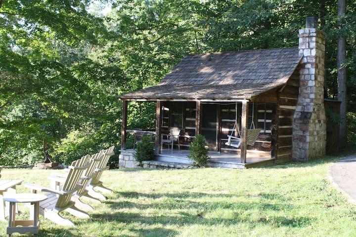 Storybook 1800's Log Cabin - Hot Springs - Chatka