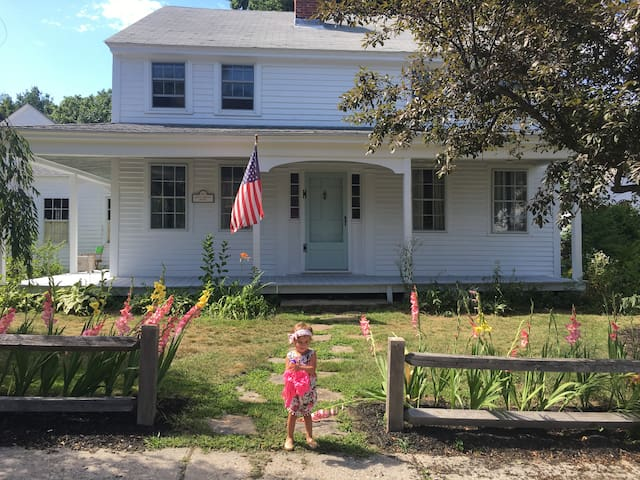 Antique Colonial in Historic Westminster Center - Westminster