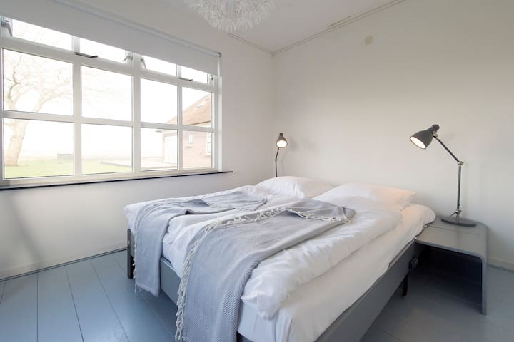 Rustig, modern, licht vakantiehuis - Nijetrijne - アパート