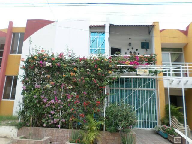 HABITACIONES EN HERMOSA CASA - Santa Marta - Ev