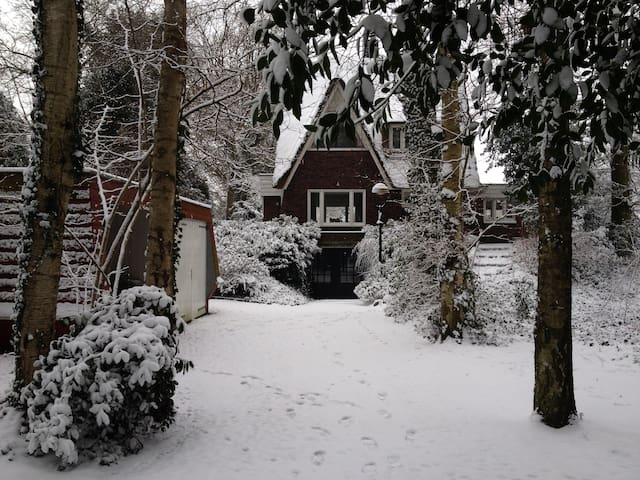 Top appartment/studio in Haren, 3 min. van station - Haren - Villa
