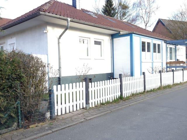 Zentrale, ruhige und helle Wohnung - Wolfsburg - Pis