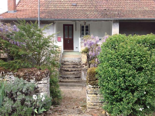 Gîte de campagne en Bourgogne - Salornay-sur-Guye - Hus