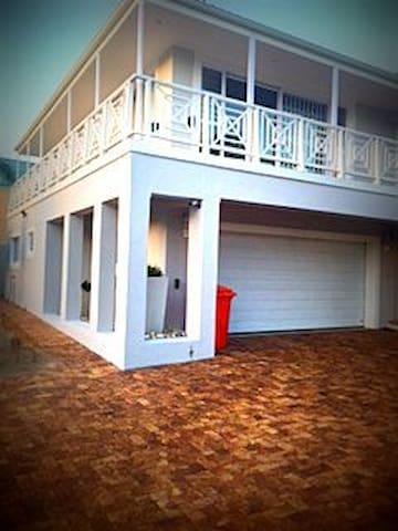 Warm Upmarket Apartment close to the beach - Hermanus - 公寓