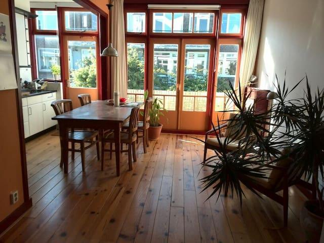 Bright apartment near center & sea - Haag - Leilighet