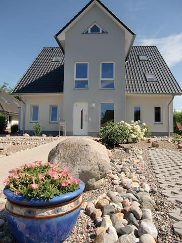 Dachgeschoss-Studio Landferienhaus - Beselin - Huis