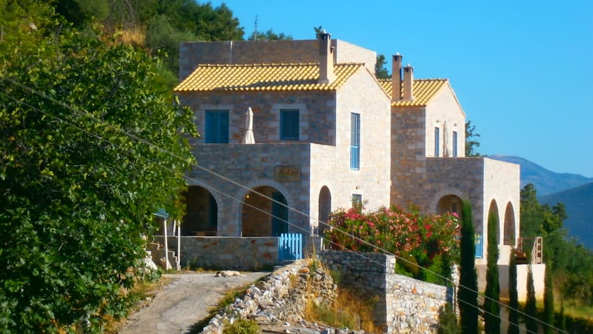 Stone House in Mani, with sea view - Githio