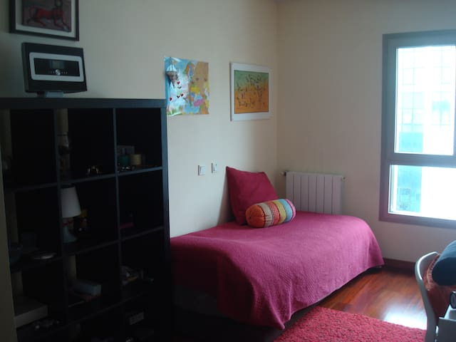 Single bedroom;  homely atmosphere! - Porto - Bed & Breakfast