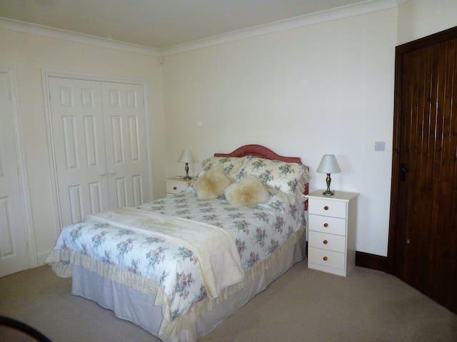 Dairy Barns En Suite accomodation room 2 - Irnham - 家庭式旅館