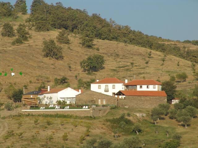 CASA AGRICOLA D ALAGOA - CARRAZEDO DE MONTENEGRO - Bed & Breakfast