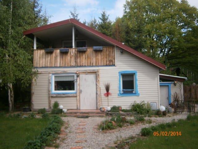 A charming cottage /woods and river - Kania Polska - Hus