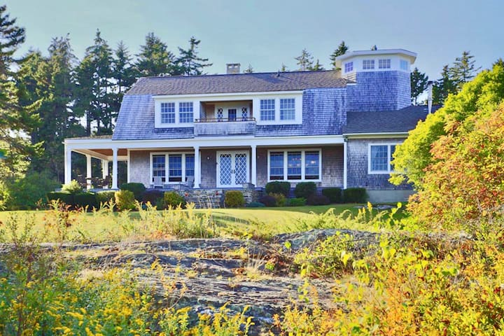 Ocean Front Estate w/ path to neighborhood beach - Harpswell - Hus