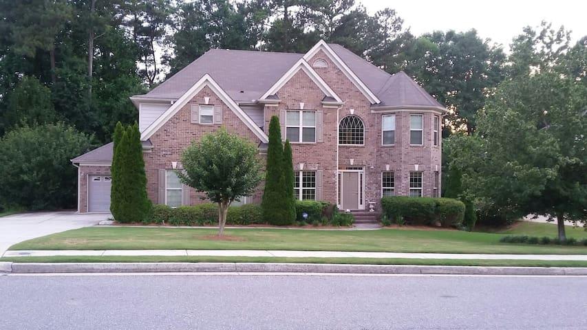Luxury Home in Upscale Neighborhood - Lawrenceville - Rumah