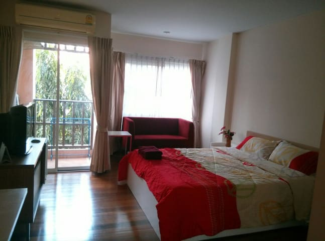 Room for Rest In Amata City Rayong - Mapyangphon - Daire