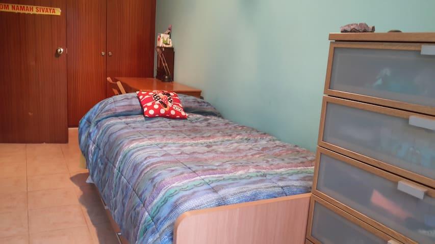 Quiet room near  Roca Village and Circuit Formul 1 - Llinars del Vallès