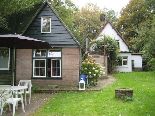 Guest house with beautiful garden - Beekbergen - Kulübe