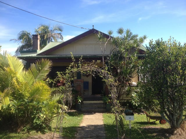 Old fashioned comforts - Coffs Harbour - Apartament