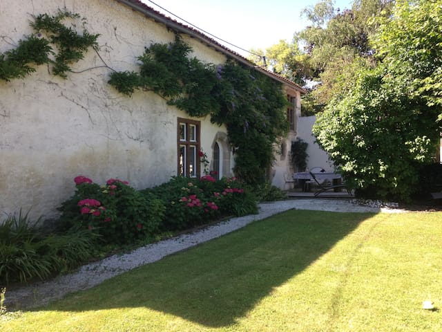 NICE HOUSE CLOSE TO PUY DU FOU AND FUTUROSCOPE - Bressuire - Дом