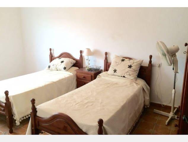 Large double bedroom - El Saucejo