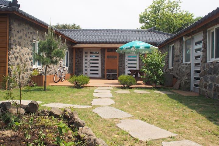 Jeju traditional house... - Jeju-si - Rumah