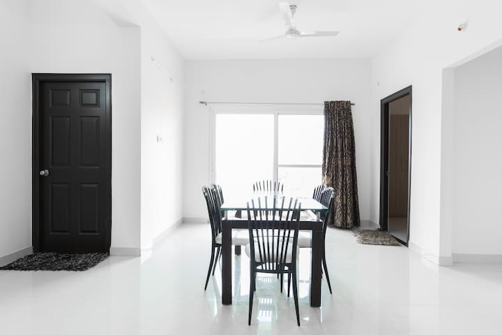 Cozy and Decent Apartment in Gachibowli - Hyderabad - Leilighet