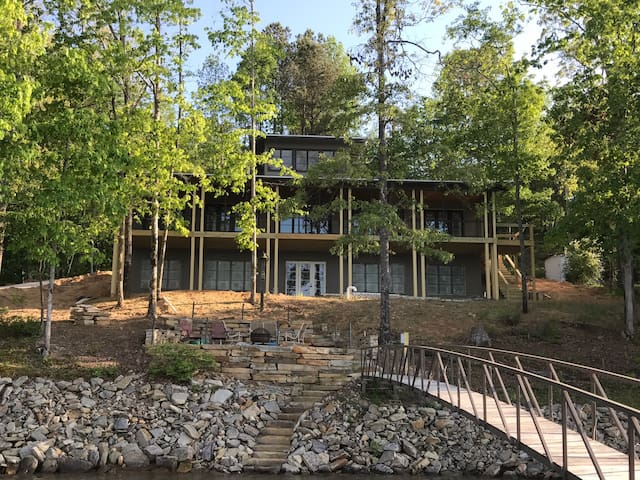 Peaceful Oasis on Smith Lake- (Room 1A) of 4 BRs - Jasper - Huis