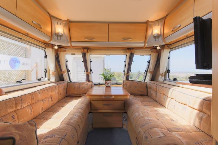 4 bed vgc caravan with lovely 180 degree views - Wadebridge - Camper