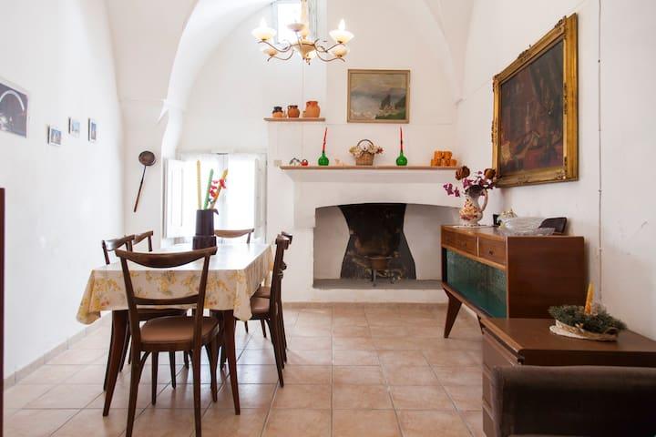 La Monaca typical house in Salento - Morciano di Leuca - Huis