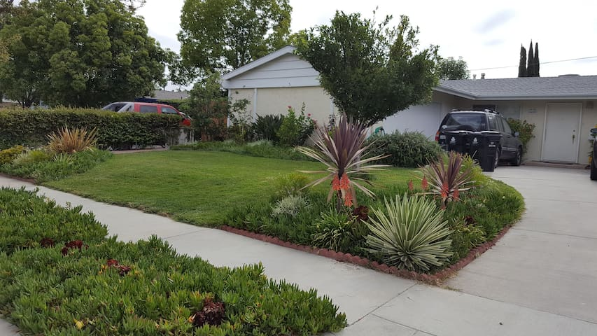 Neat Guest House With Private Entrance - west hills,Los Angeles - Casa