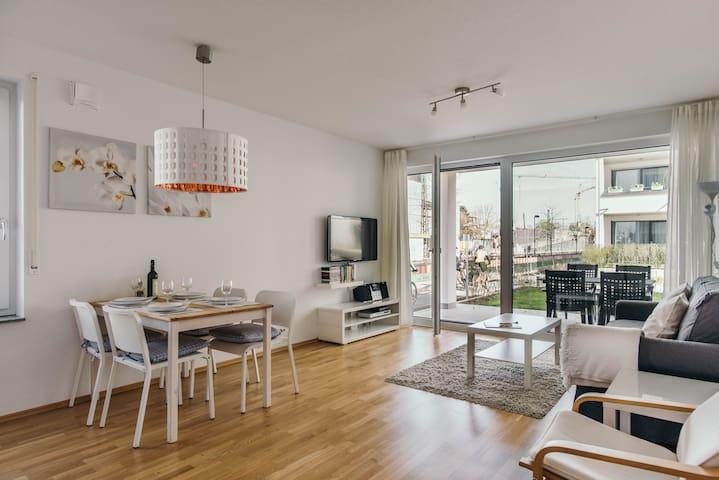Moderne gemütliche 2-Zimmer Whg. mit Terrasse - Konstanz - Apartamento