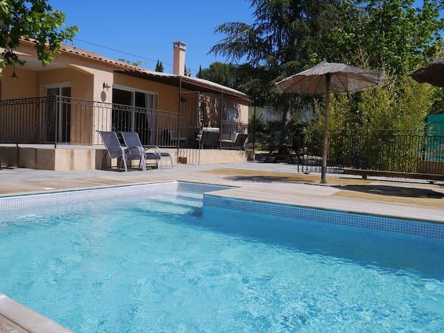 Villa au calme avec piscine - Le Pouget - Hus