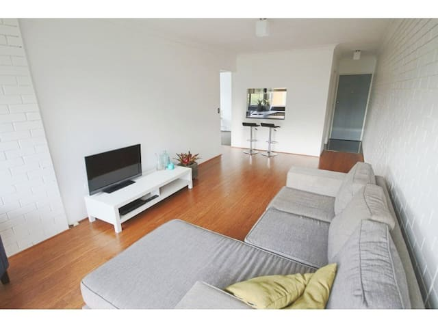 2 BR Modern apartment close to city with pool! - Kedron - Daire