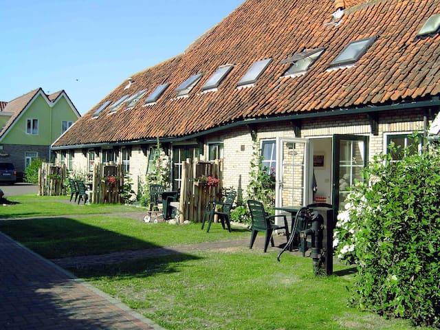 In oude boederij, in het dorpje Den Hoorn - Den Hoorn Texel